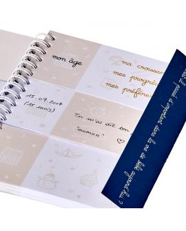 Journal de bébé avec un rabat marque page