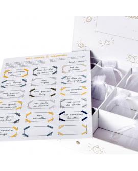 Le trousseau contient : le casier à souvenirs sobre et personnalisable
