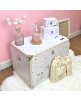 La bébéothèque Capucine : une malle coffre décorative pour la chambre de votre petite fille