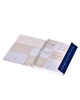 Le trousseau contient : le journal de bébé avec ses trois parties et le marque page