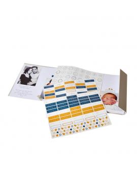 Le trousseau contient : l'album photo 100% personnalisable avec son système de stickers pour illustrer les photos