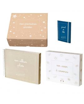 Le coffret souvenirs de naissance contient : l'album photo de bébé, le journal de bord de bébé et le casier à souvenirs