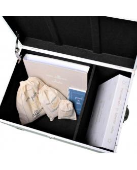 Intérieur de la malle à souvenirs : 2 compartiments et taille idéale pour albums et cahiers d'école