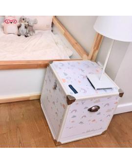 Livrée avec un pochon en coton, elle est a la fois un élément de décoration et un objet indispensable pour bébé