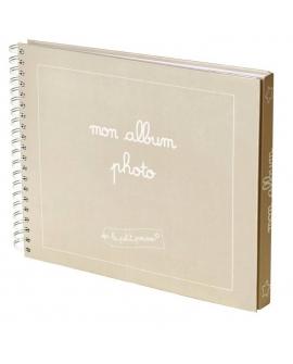 Le trousseau contient un album bébé pour coller librement ses photos