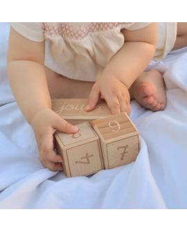 Cubes étapes pour les petites mains