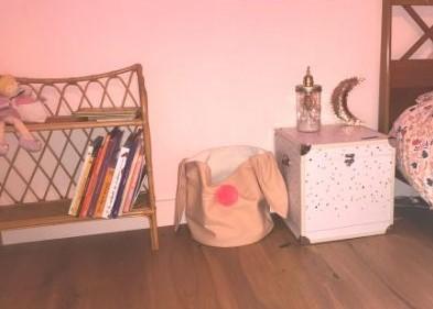 etagere-livres-bebe-enfant-vintage-les-indispensables-deco-de-sa-chambre