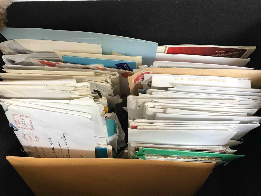 souvenirs lettres dans malle coffre
